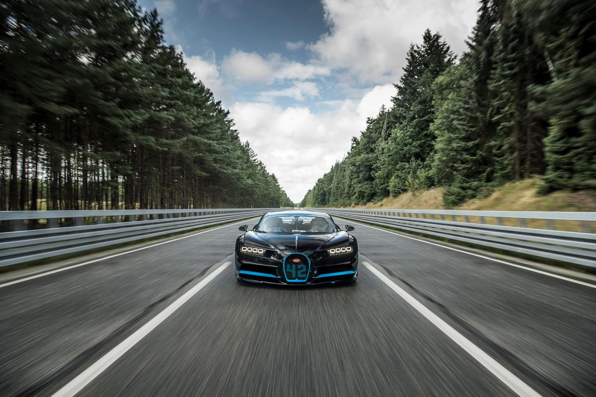 A Bugatti Chiron, piloted by Juan Pablo Montoya, accelerated from 0-400-0 km/h in just 42 seconds