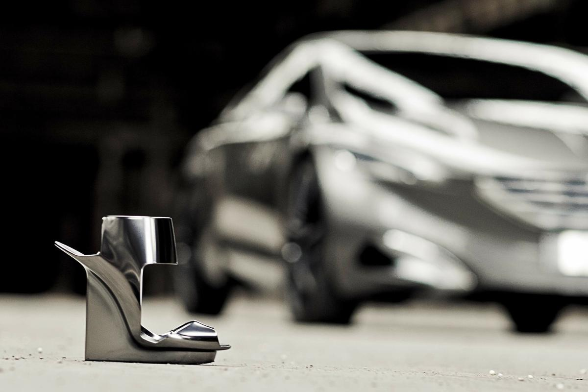 Peugeot's HX1 concept is complemented by a set of gorgeous transforming high-heel shoes
