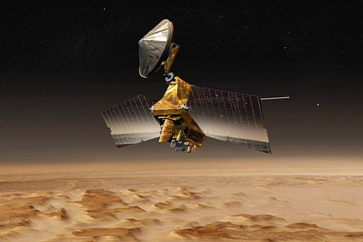 Artist's concept shows NASA's Mars Reconnaissance Orbiter mission over the Red Planet