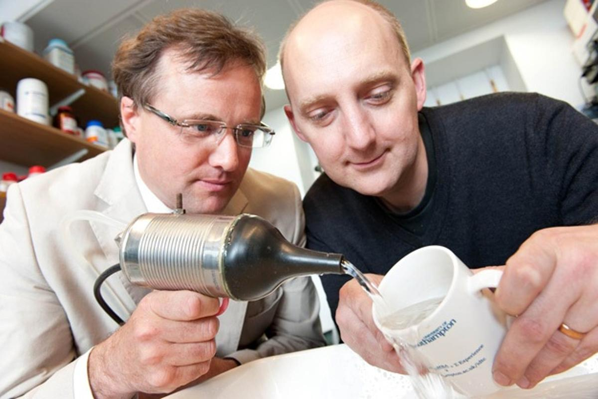 Prof. Tim Leighton and Dr. Peter Birkin with their ultrasonic nozzle