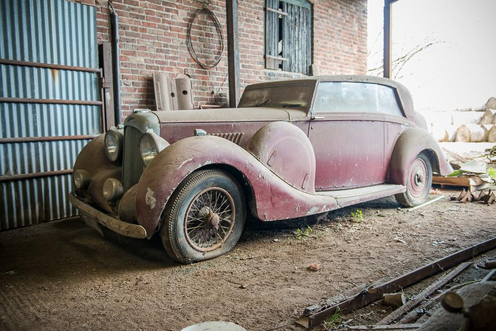 A 1939 Lagonda V12 Hooper two door saloon was sold for an undisclosed six-figure sum prior to the auction