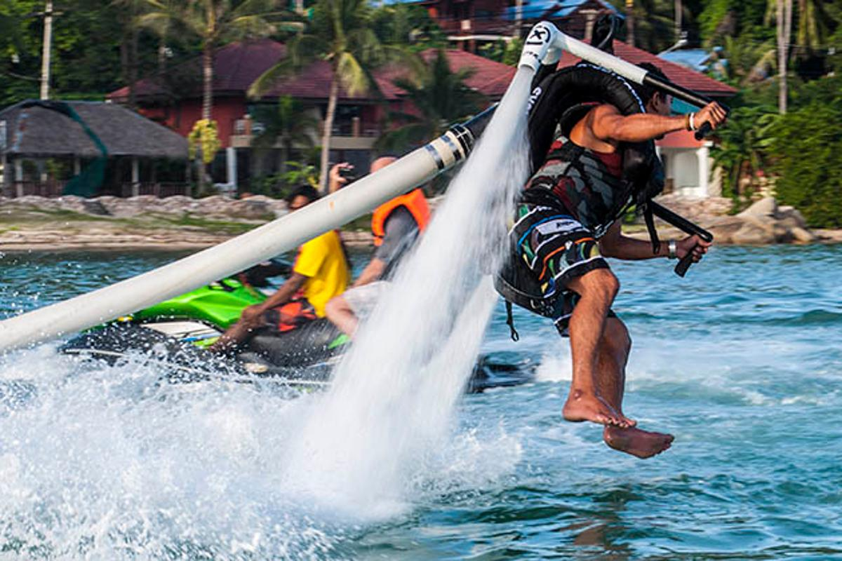 The X-Jetpacks H3X Hydro hits the water
