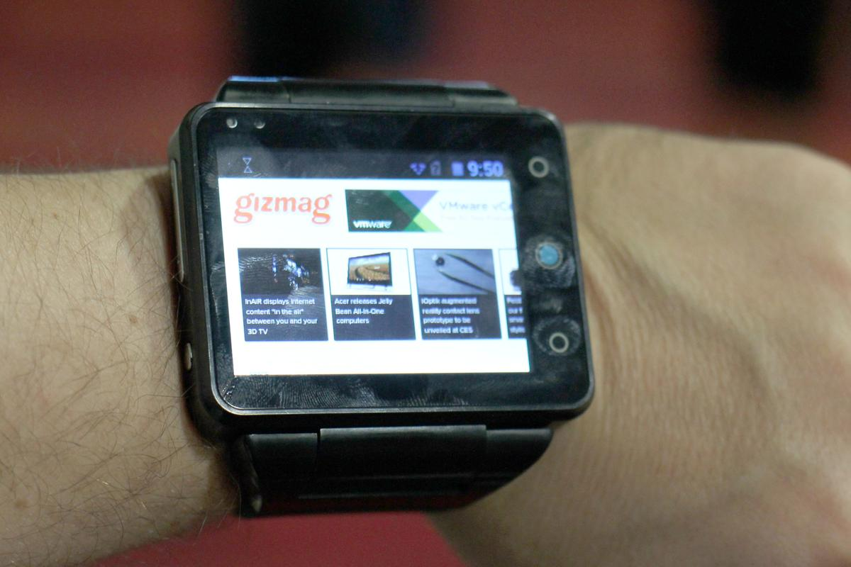 Gizmag goes hands-on with the Neptune Pine, a smartwatch that can actually replace your smartphone