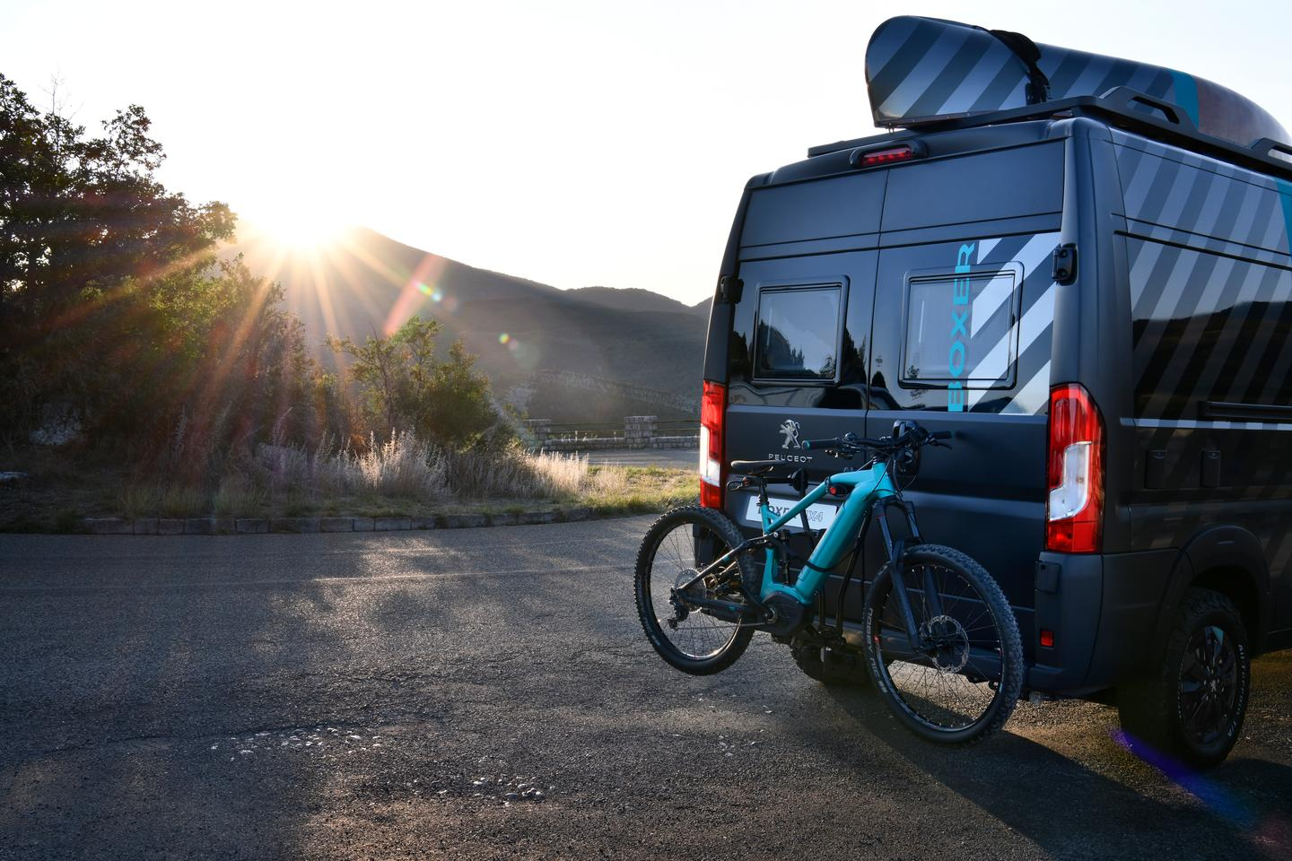 The electric bike on the back of this Peugeot Boxer Camper is a nice touch!