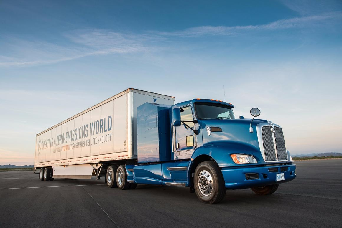Toyota has taken asemi-truck rig and replaced its diesel powerplantwith hydrogen fuel cells and electric motors as part of a new feasibility study
