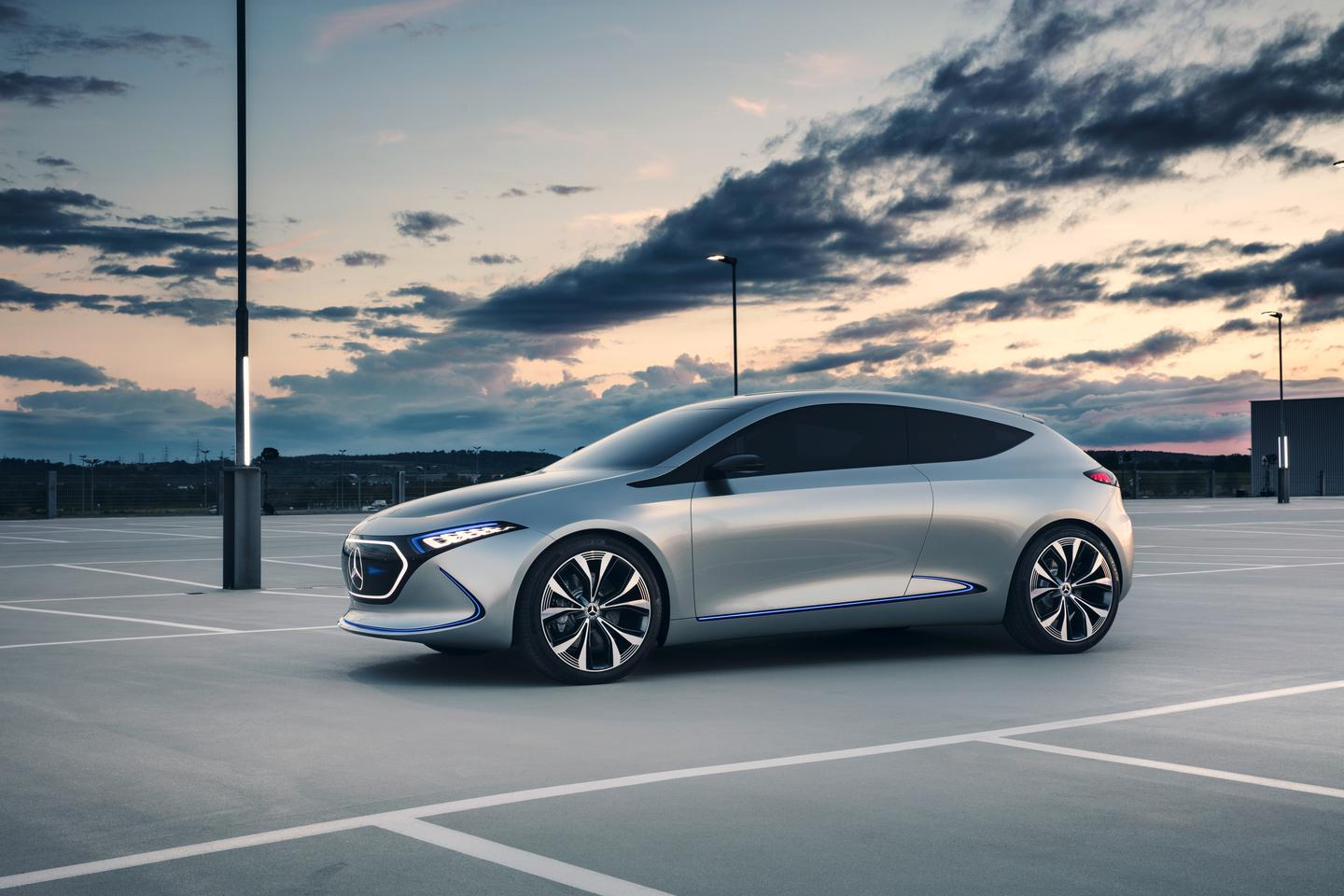 Following on the Generation EQconcept shown last year, the Mercedes-Benz Concept EQA continues with flowing lines, a lack of sharp edges, and a lot of lighting