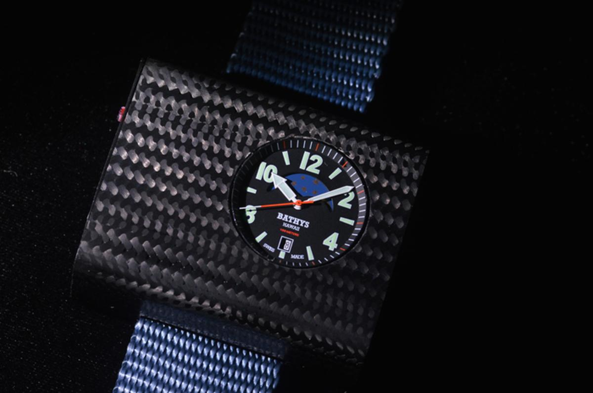 The Cesium 133 prototype currently sports a carbon fiber case, which keeps its weight down to that of a regular wristwatch