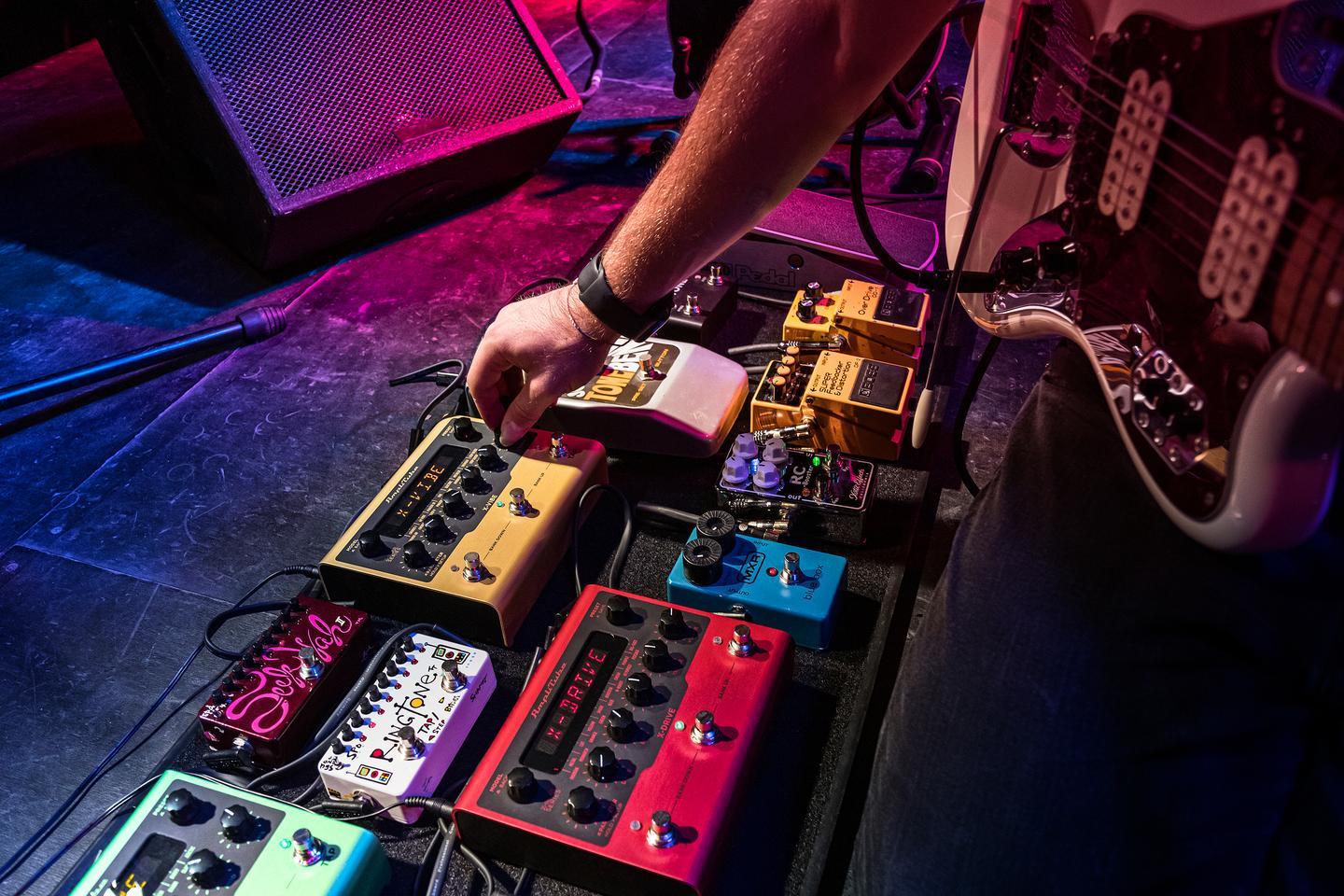 Parameters and settings can be tweaked using the control knobs on each X-Gear stomp, with a high-contrast LED display keeping players in the know
