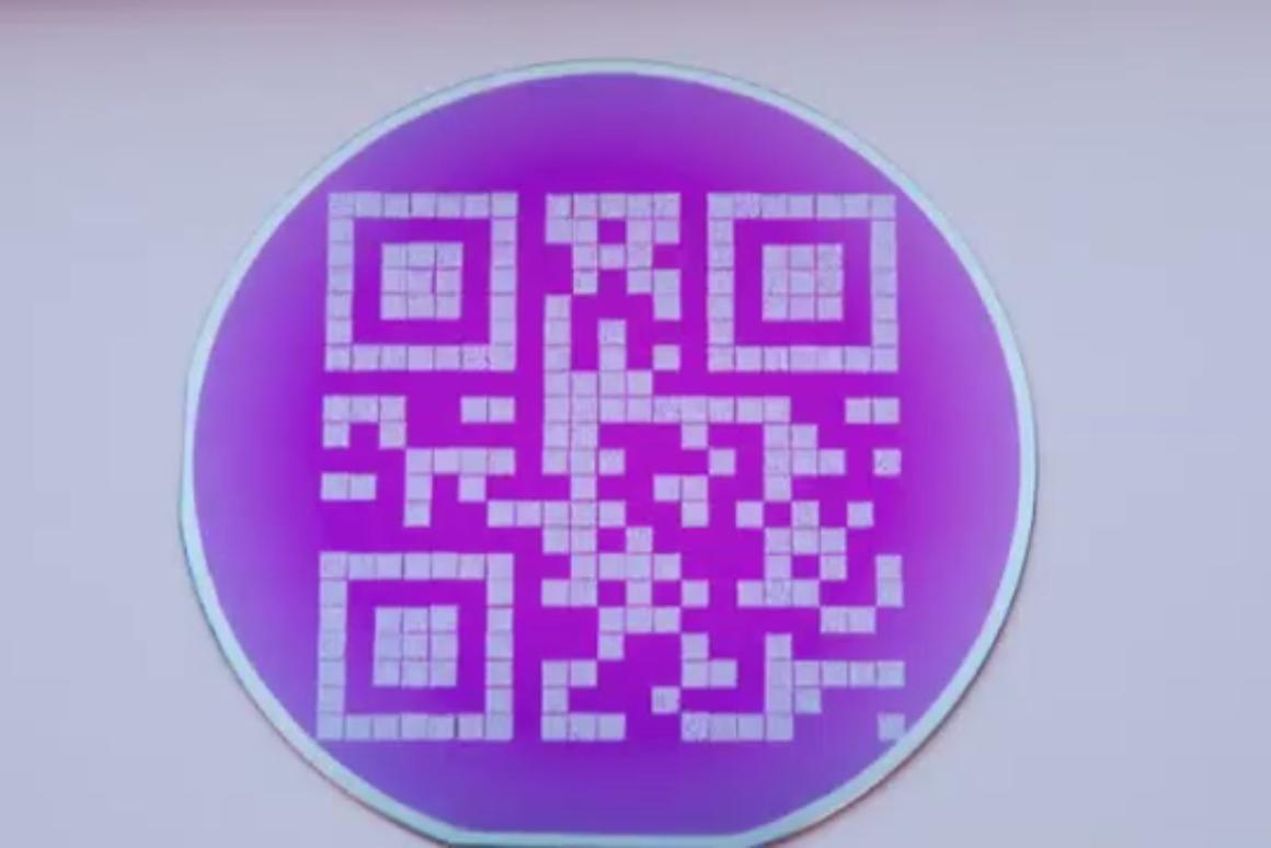 A new optical disc uses QR codes etched in tungsten to achieve extreme levels of heat resistance (Image: de Vries/University of Twente)
