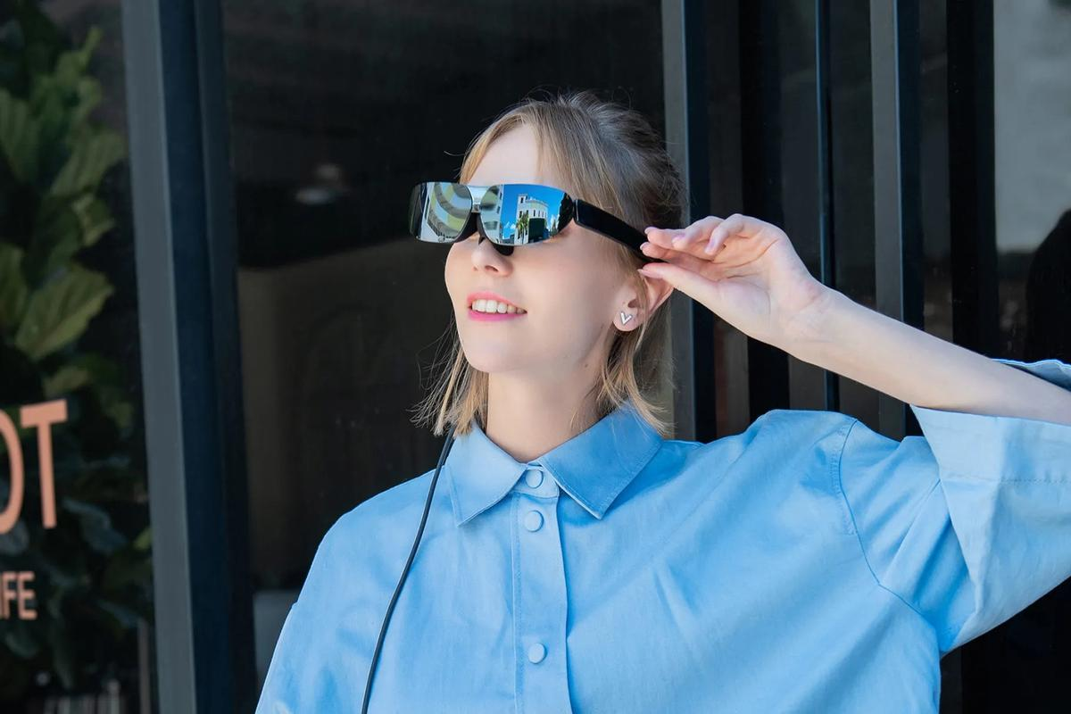 The AR glasses are able to project a 140-inch display in front of your eyes
