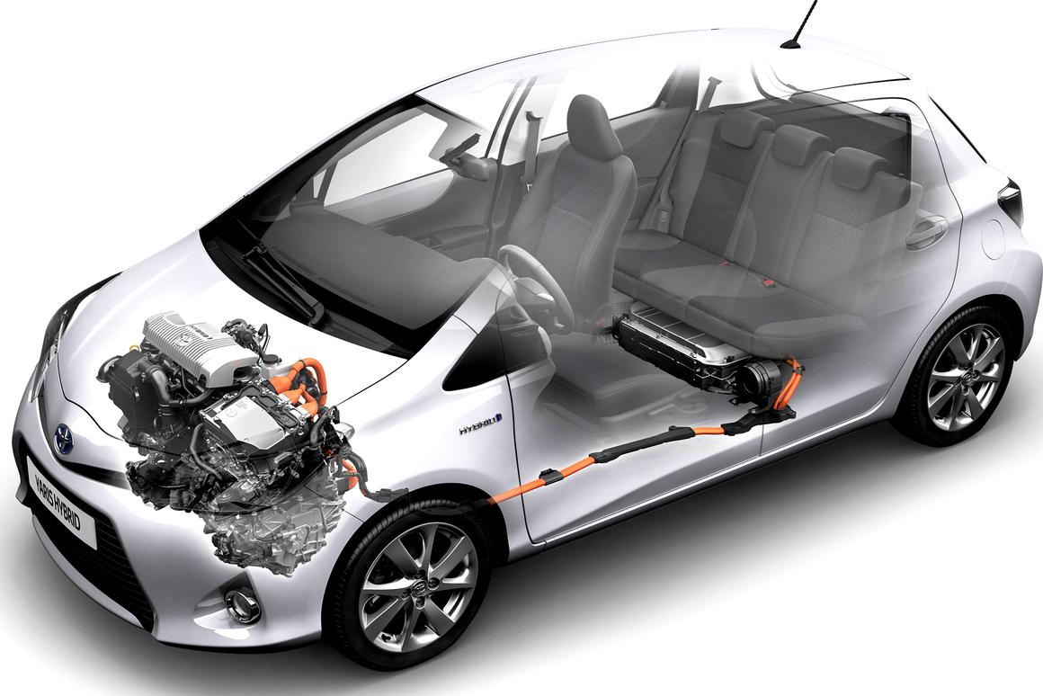 The 1.5-litre Atkinson cycle petrol engine weighs 16.5 kg less and is 10 per cent smaller than the 1.8-litre unit used in the Prius and Auris.