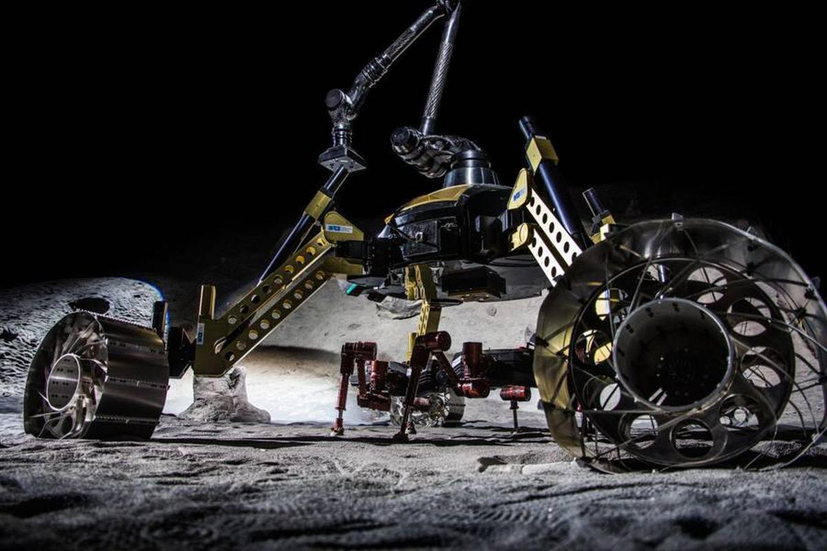 The RIMRES project combines the hexapod CREX (red robot at middle) and its transporter, SHERPA