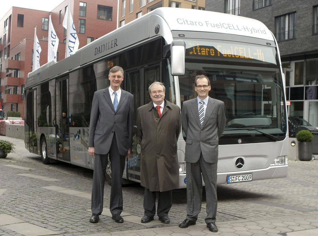 From leftt: Dr Christian Mohrdieck, Director Fuel Cell and Battery Drive Development, Daimler AG; Ganther Elste, Chairman of the Board, Hamburger Hochbahn AG;and Richard Averbeck, Head of Product Engineering Daimler Buses, Daimler AG; in front of the Mercedes-Benz Citaro FuelCELL-Hybrid bus