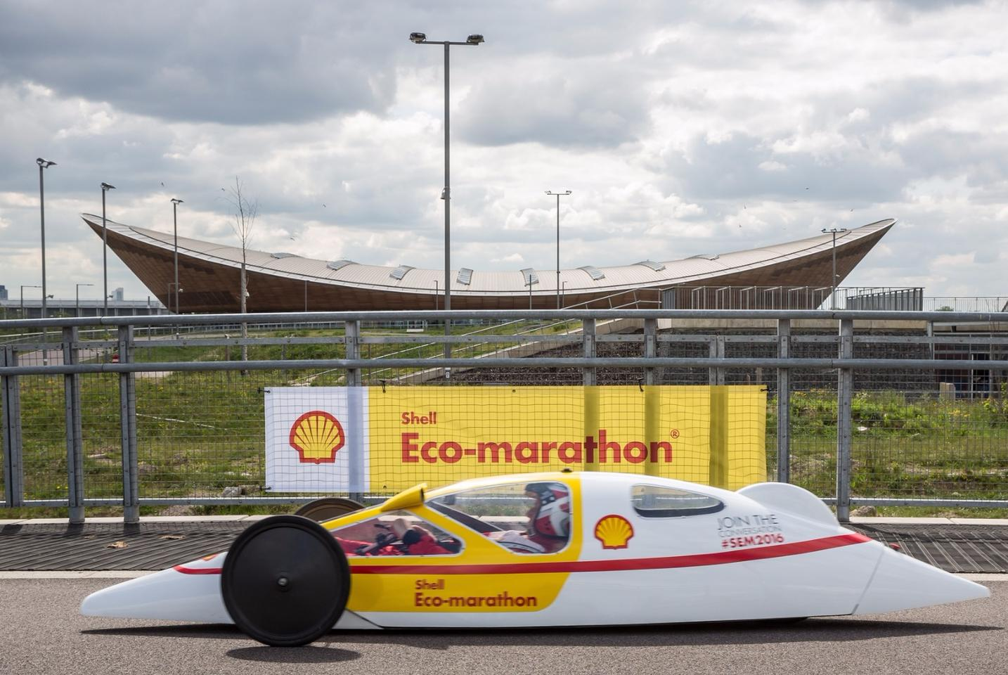 Gizmag achieved a fuel efficiency of 403.5 mpg (0.7 l/100 km)