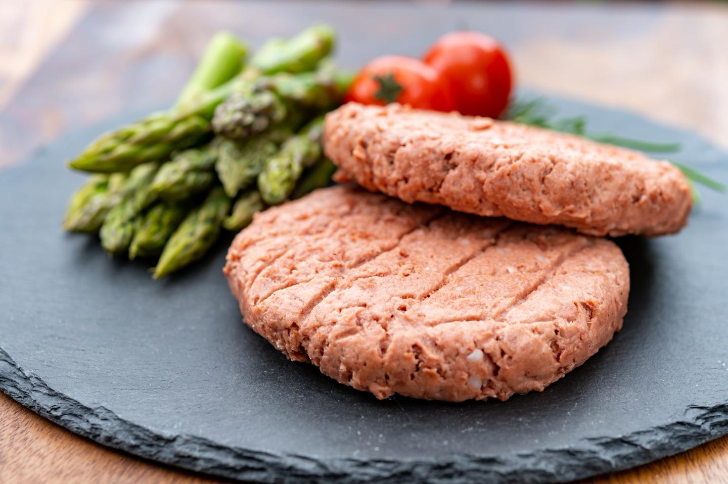 Patties made of a plant-based beef substitute were found to contain nutrients not present in beef – but beef patties were also found to contain nutrients not present in the substitute