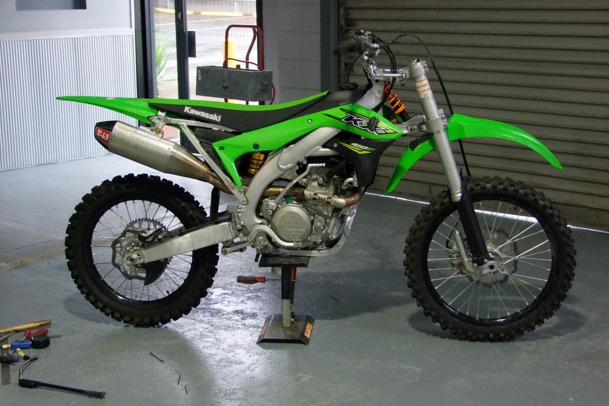 "Laurie ""Suspension"" Smith has designed a hybrid double suspension system for dirtbikes that he calls the TwoEvo"