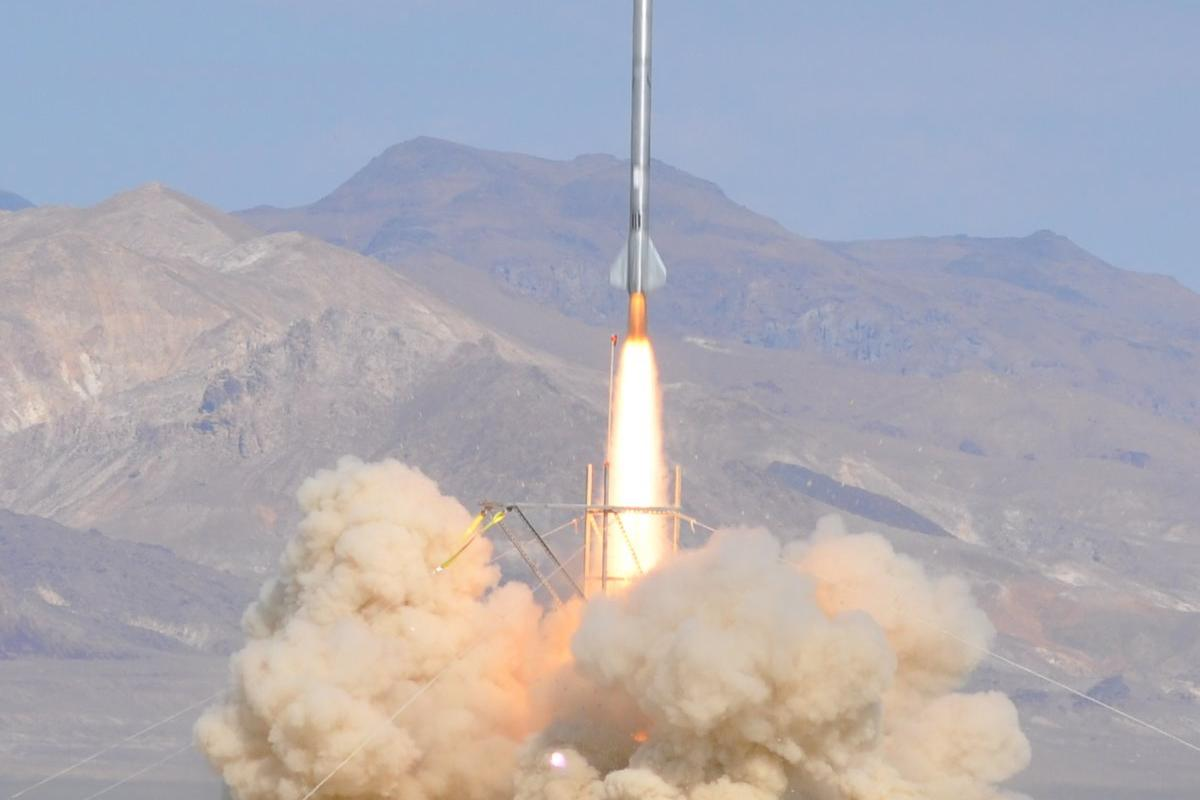 Derek Deville's Qu8k rocket climbed at altitude of 121,000 feet (36.8 km) after 92 seconds flight (Photo: Gregory L. Mayback/ddeville.com)