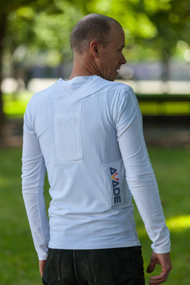 At first glance the Avade doesn't look a lot different to many long-sleeved sports garments (Photo: Loz Blain/Gizmag.com)
