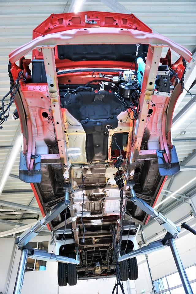 Installing the electric powertrain of the new tactical fire truck