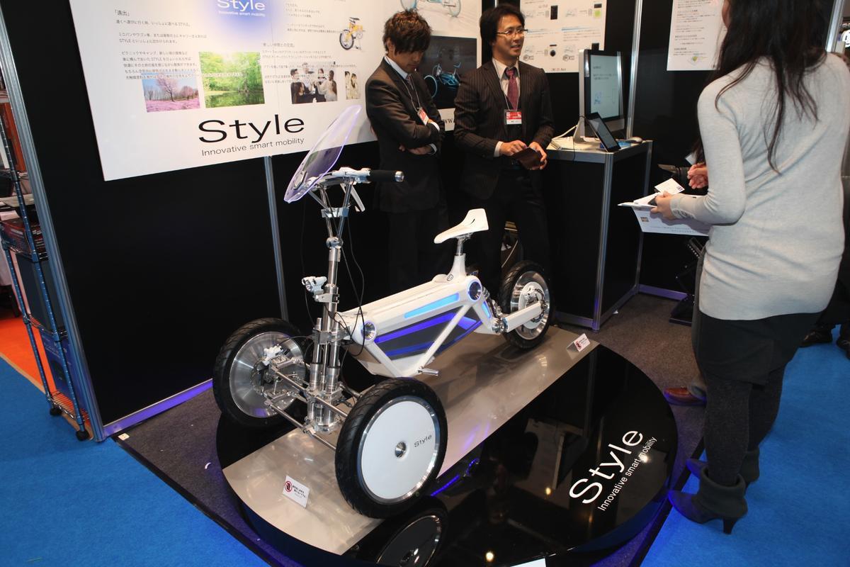 D-Art's tilting three-wheeled EV, the STYLE