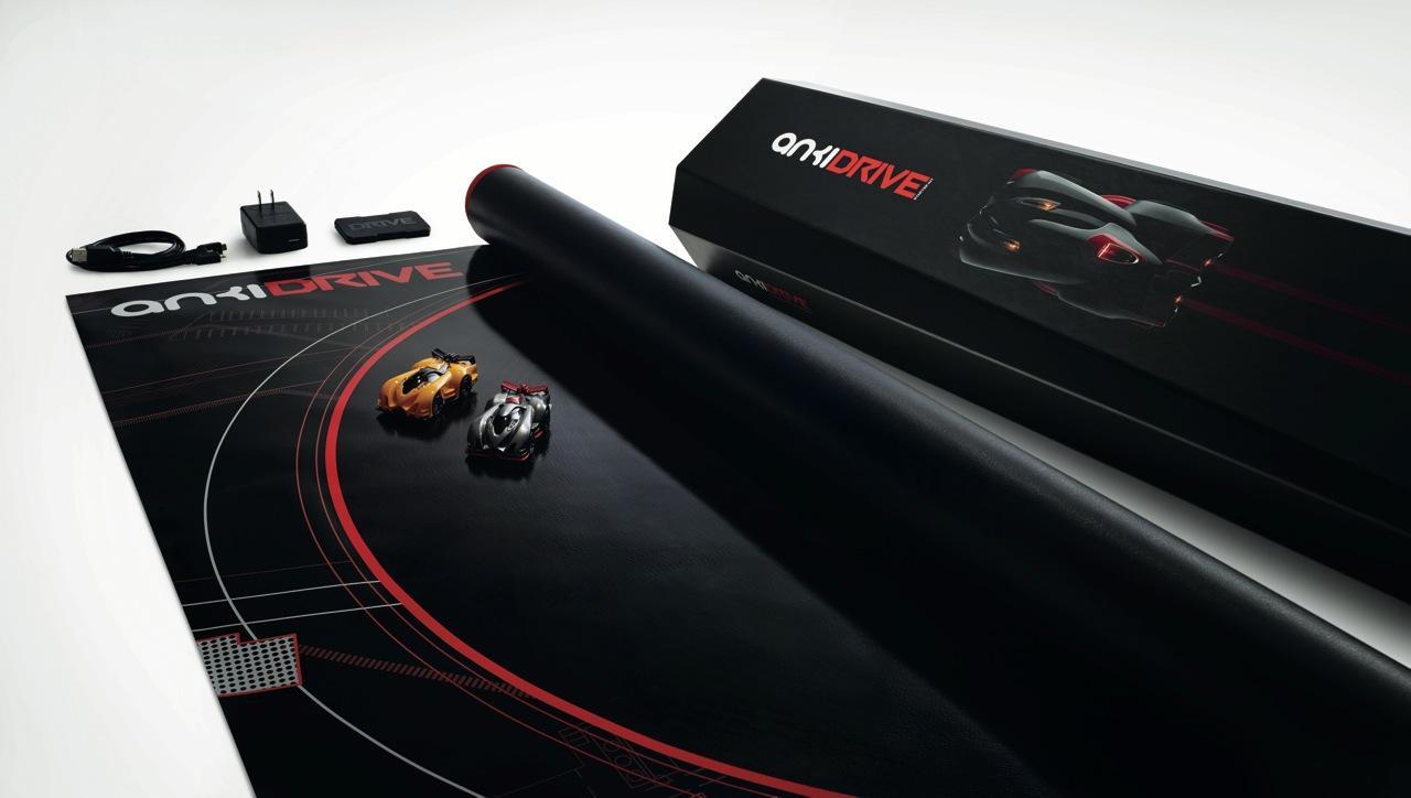 Les voitures de course autonomes Anki Drive développent des personnalités uniques à mesure qu'elles jouent avec elles