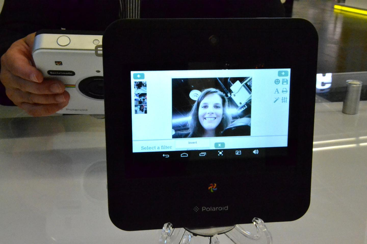 Framing a photo using the camera's 4.5-inch touchscreen display (Photo: Paul Ridden/Gizmag)