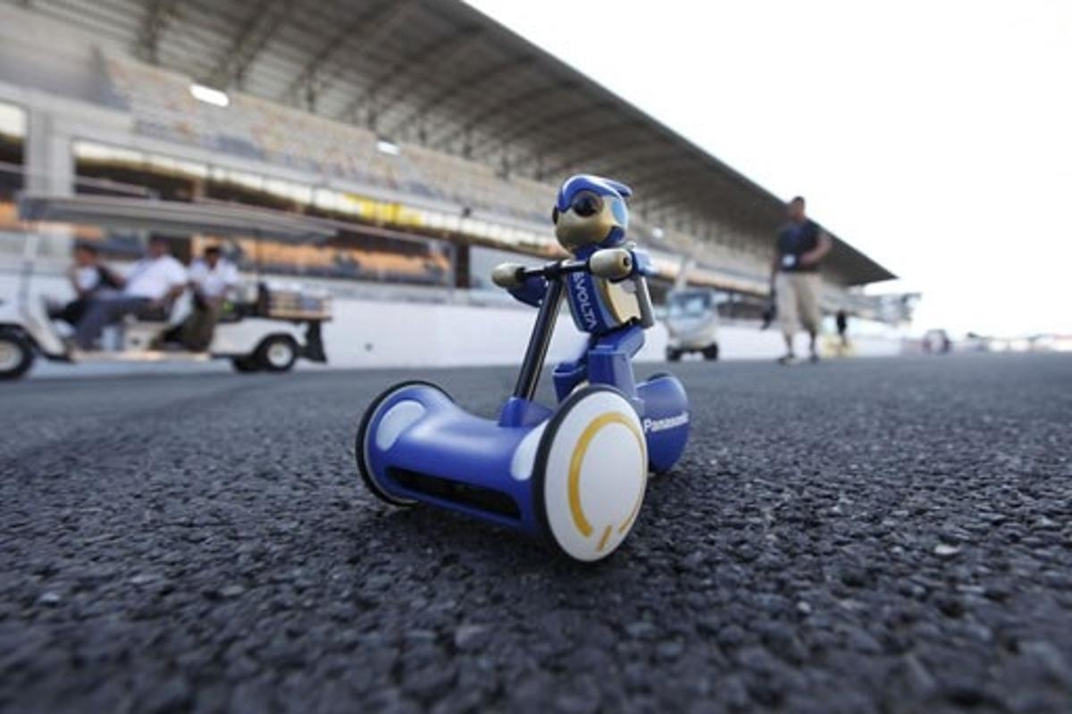 Panasonic EVOLTA batteries record - the longest distance covered by a battery-operated remote–controlled model car