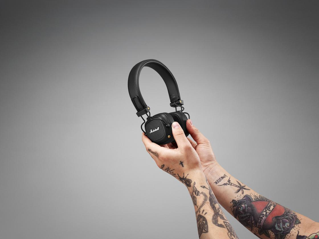 The Marshall Major III Voice headphones weigh in at 6.42 oz