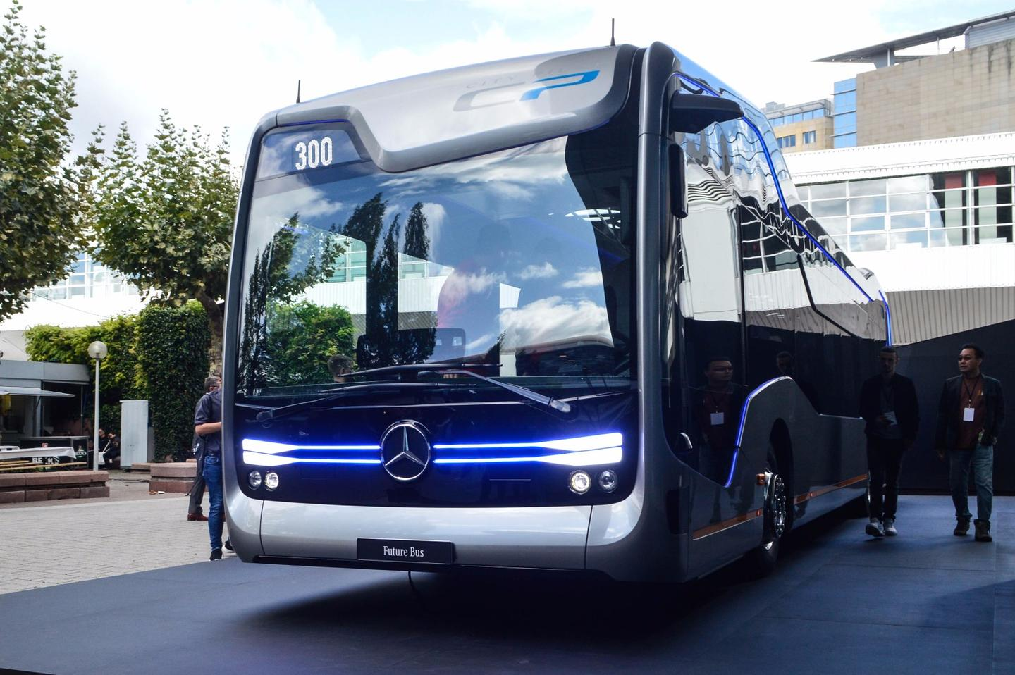 TheMercedes-Benz Future Bus with CityPilot helps to draw showgoers to Daimler's hall