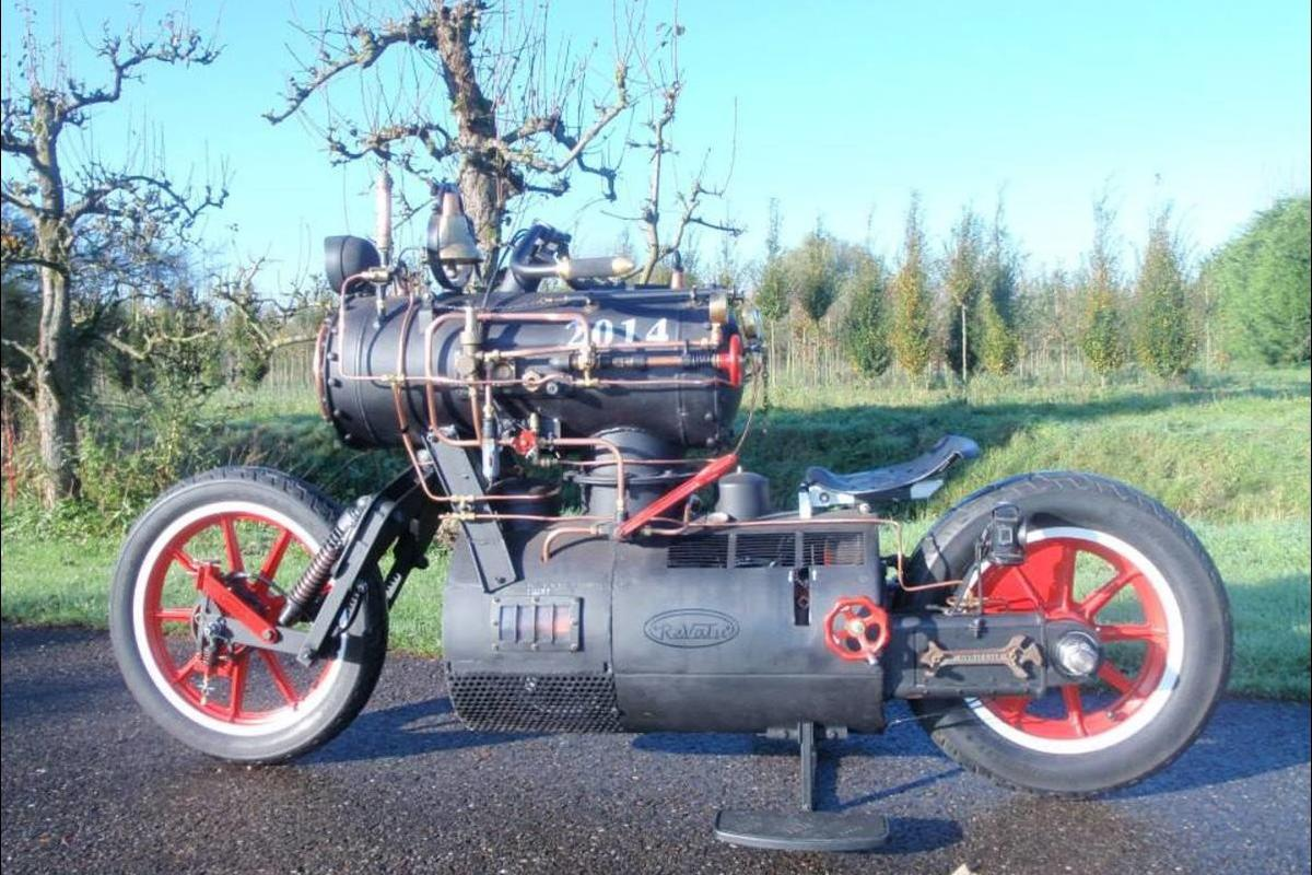 The Black Pearl constructed by Revatu Customs blends a motorbike with a locomotive