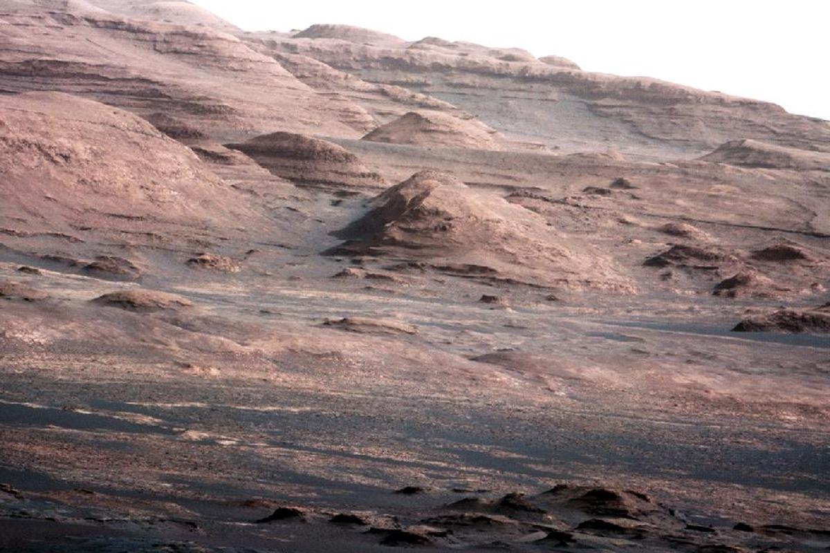 A chapter of the layered geological history of Mars is laid bare in this postcard from NASA's Curiosity rover (Image: NASA/JPL)