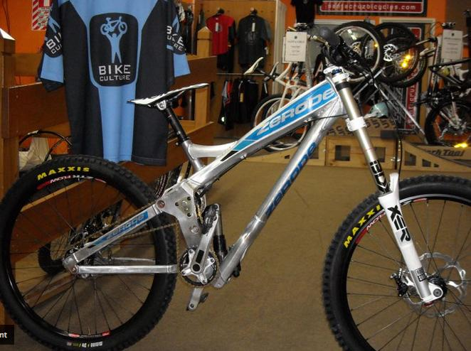 The Zerode G-1 mountain bike incorporates a mid-bike-mounted internal geared hub, which is said to allow it to perform better than a regular MTB in a variety of ways