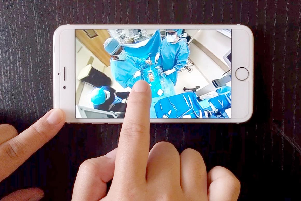 The 360 panoramic view lets viewers see how the staff and surgeon move around the operating room.
