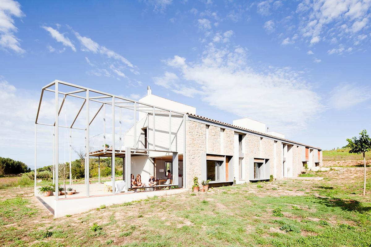 Work on the MMMMMS House began back in 2011 and was finally completed in 2014 (Photo: Anna & Eugeni Bach)