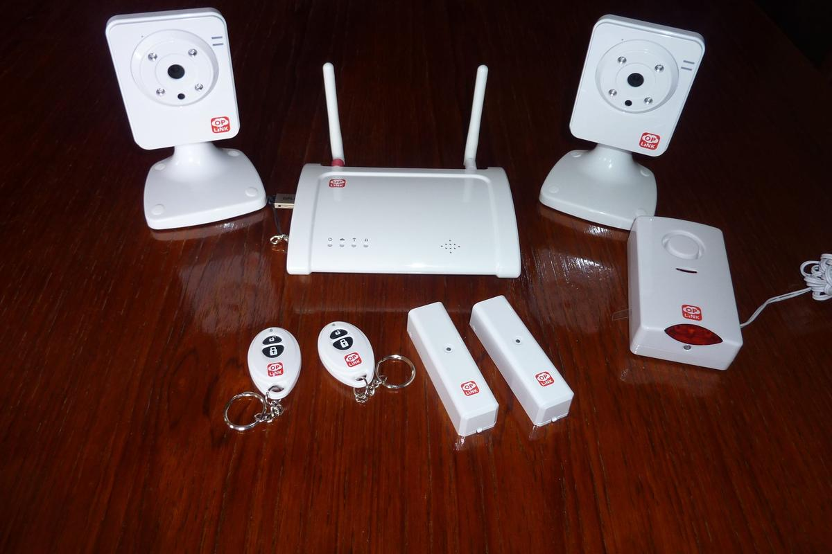 The Oplink TripleShield security system contains all you'll need to better secure your home (Photo: Gizmag.com/Darren Quick)