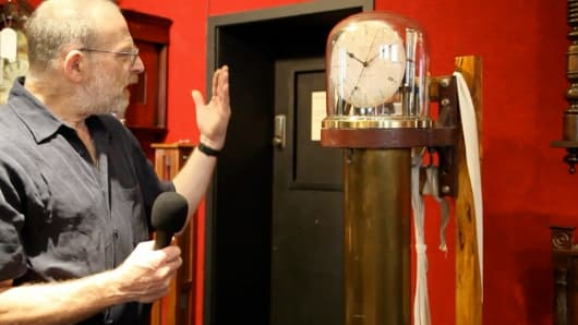 Michael Bennet-Levy discusses the Steuart's Patent vacuum tank regulator
