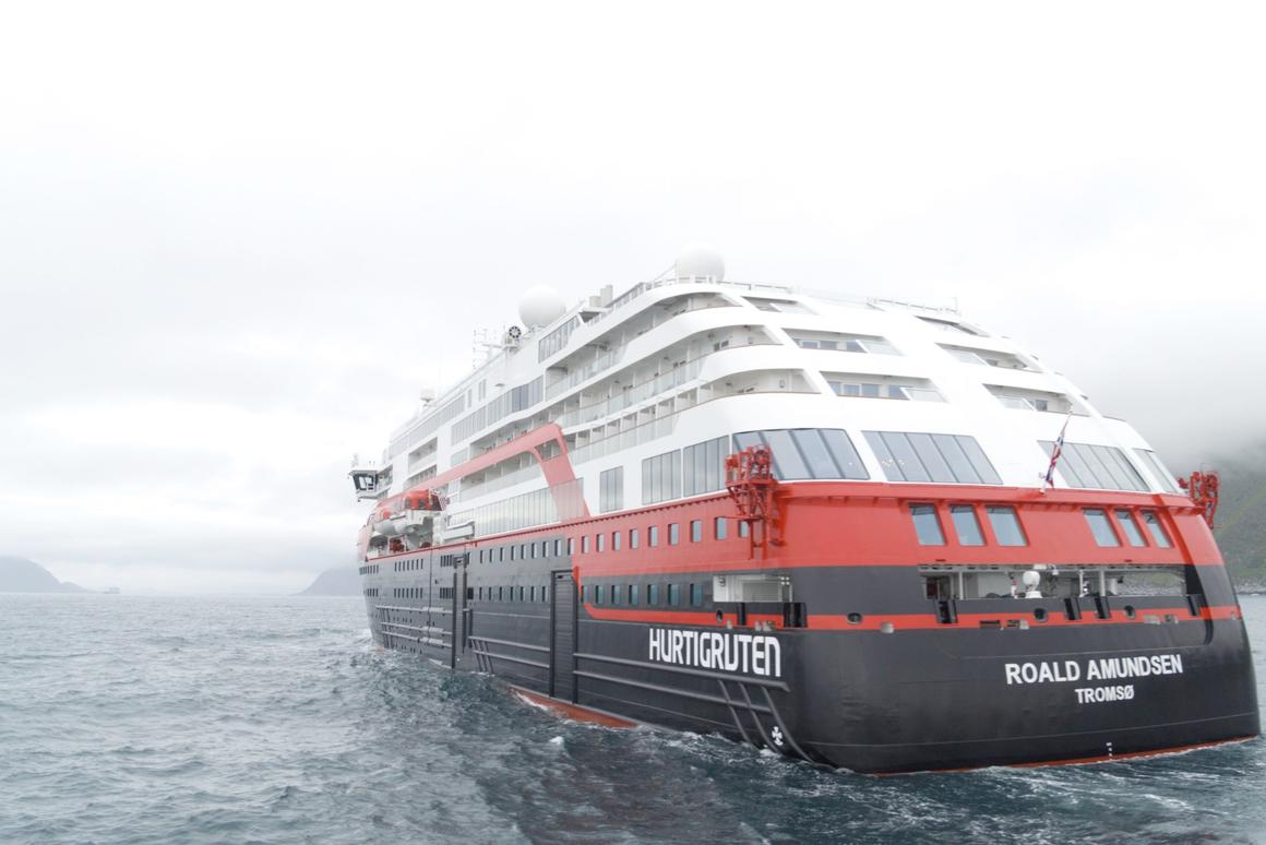 Hybrid cruise ship powers through the water on battery-power