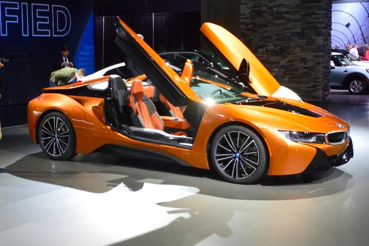The BMWi8's winning formula of hybrid supercar awesomeness has been enhanced with a few tweaks and a new two-seat Roadster model for 2019