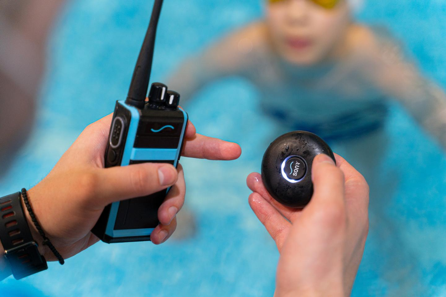 The Sonr receiver (right) is IPX8 waterproof – it can be submerged deeper than 1 m/3.3 ft) – and has an antibacterial coating
