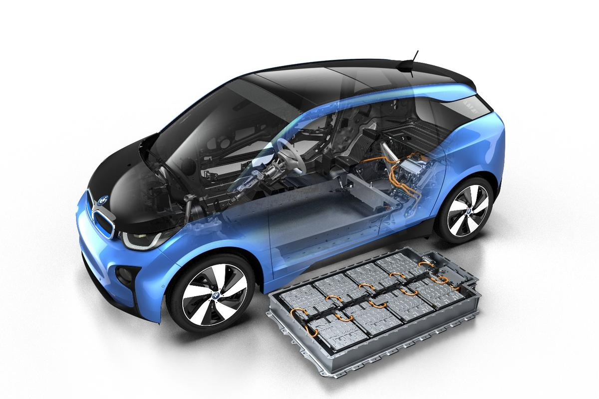 The2017 BMWi3 uses a larger 33-kWh lithium-ion battery (vs the 22-kWh battery in earlier models)