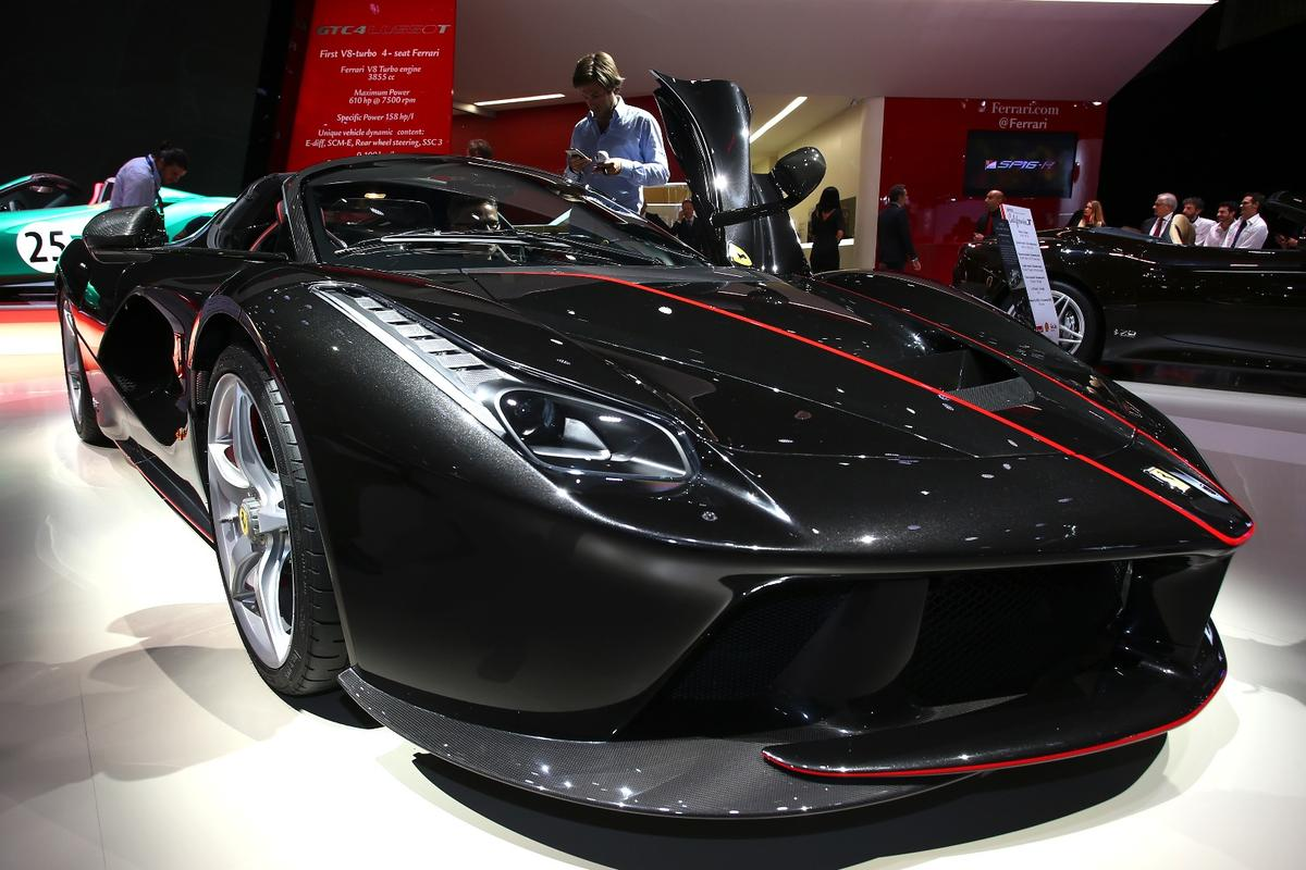 Ferrari took pains to give the LaFerrari Apertathe same looks and performanceas the coupe