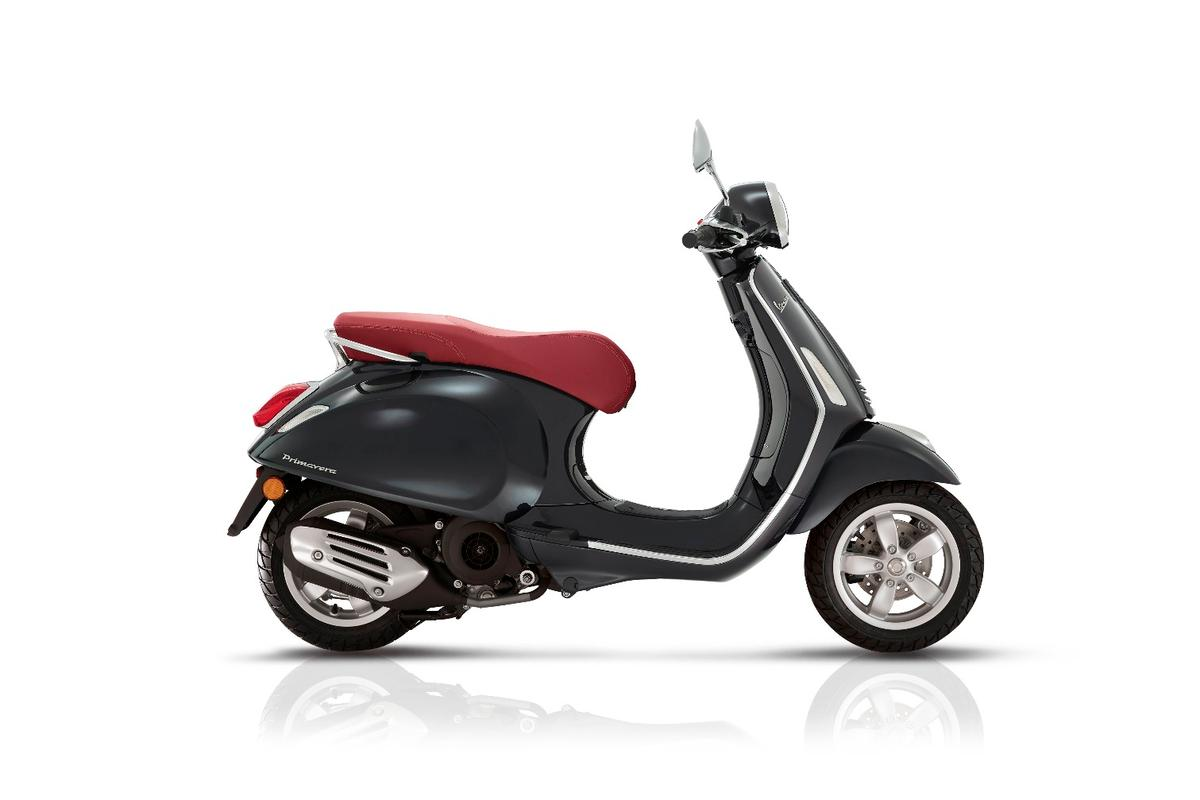 A choice of seat colors and body colors let Vespa Primavera and Sprint owners personalize their scooter