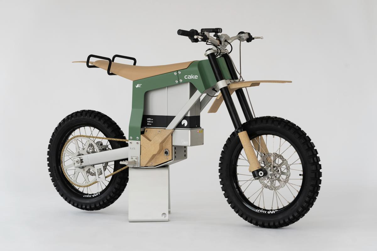 The Kalk AP has been modified for life in the African bush, and has been developed in collaboration with the Southern African Wildlife College and Goal Zero