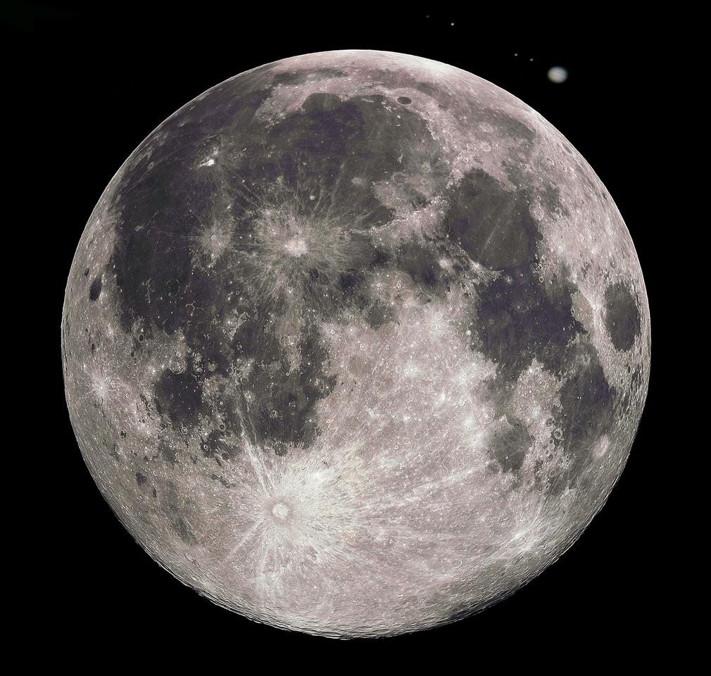 The Moon and Jupiter as they might appear in a small telescope (Photo: Gregory H. Revara, stewartde, and B. Dodson)