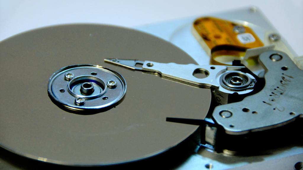 A new process using table salt increases the data storage density of HDDs by six times (Image: Kamil Porembski via Flickr)