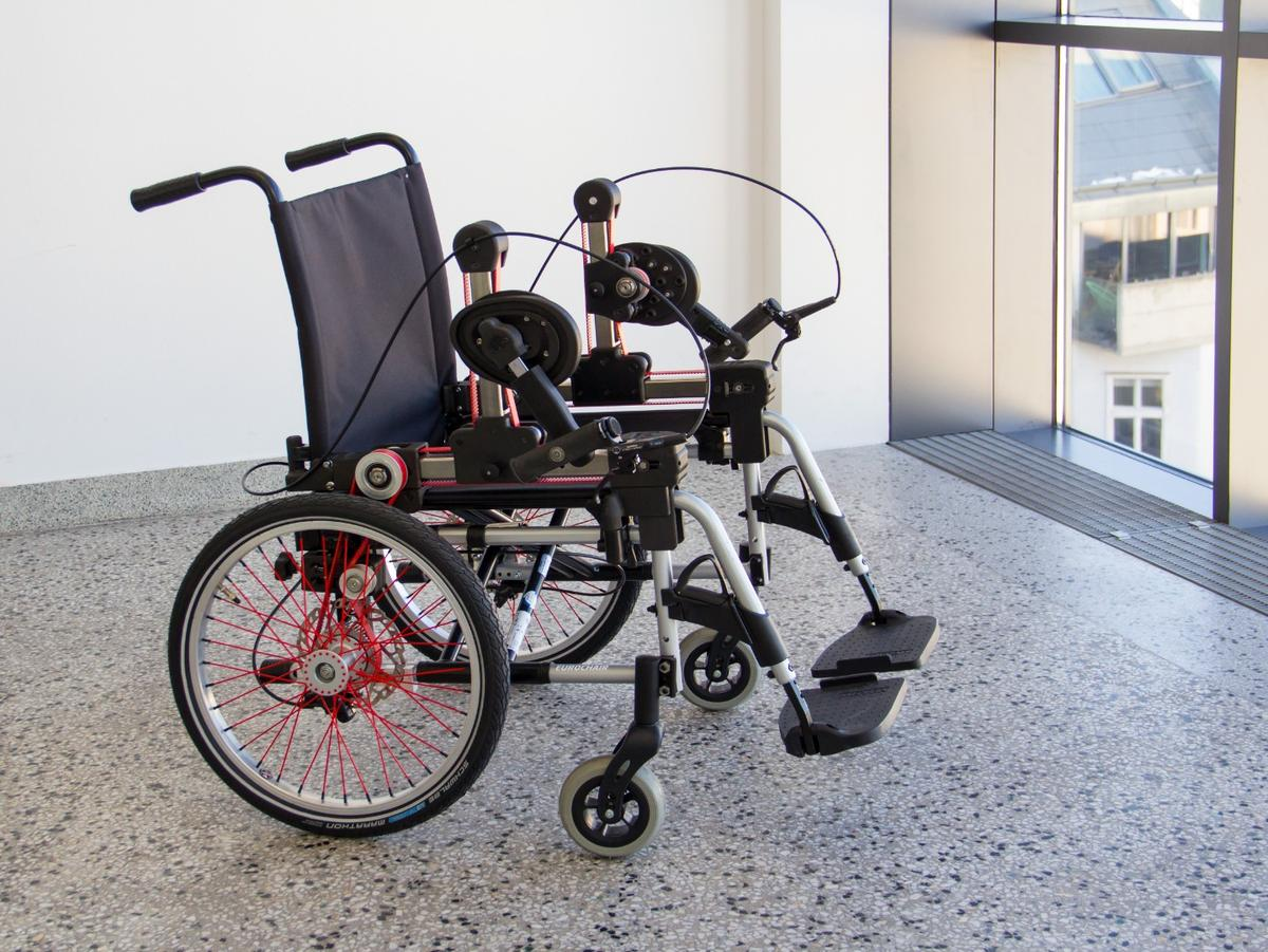 The wheelchair features dual drive cranks, and dual disc brakes