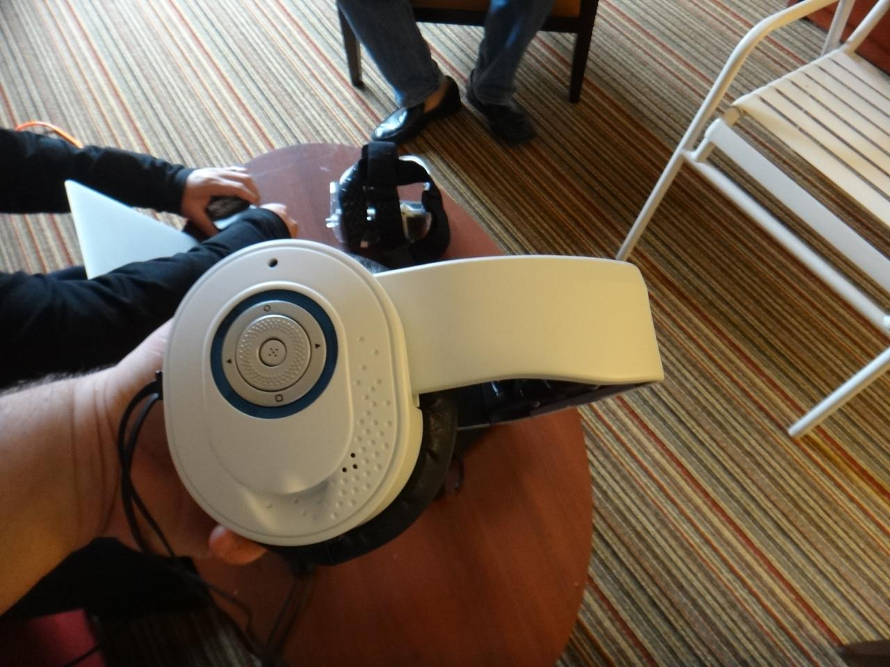 The Glyph's right headphone cup also had a scroll wheel to set the volume
