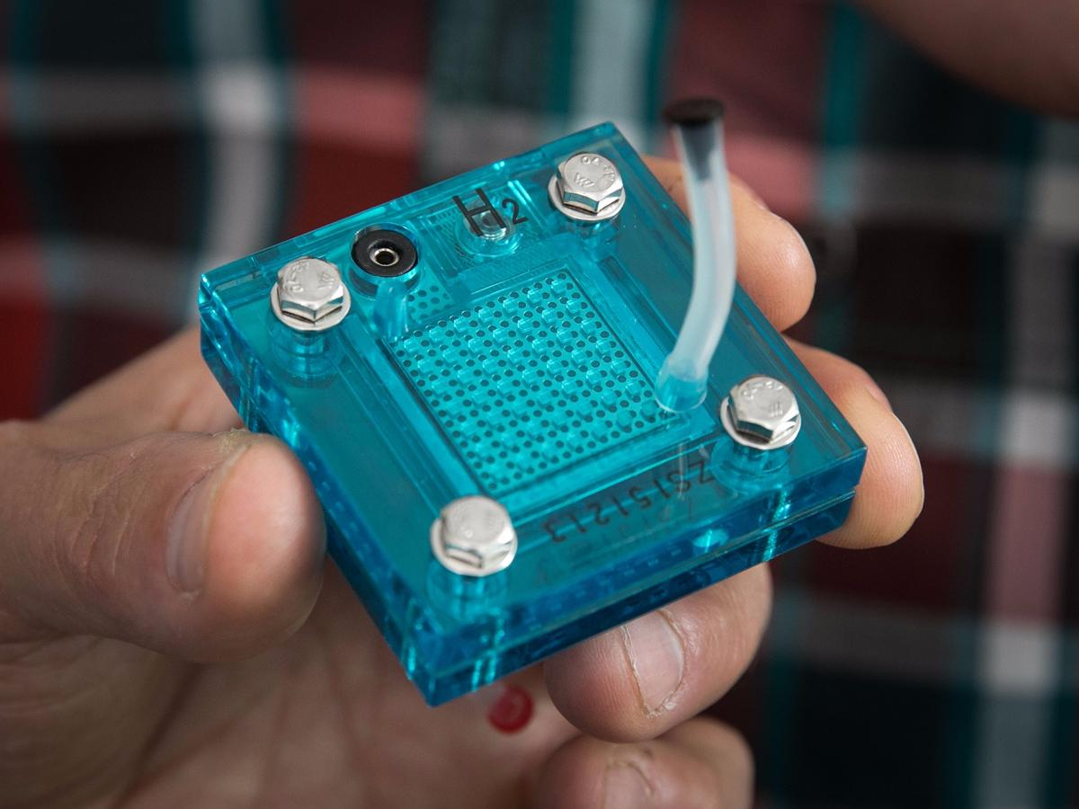 A replica of the UCLA device, which can produce both electricity and hydrogen