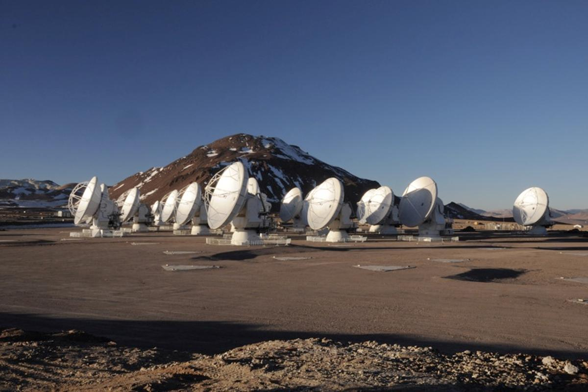 Still under construction, ALMA is the most powerful telescope of its kind in the world (Photo: W. Garnier, ALMA (ESO/NAOJ/NRAO)