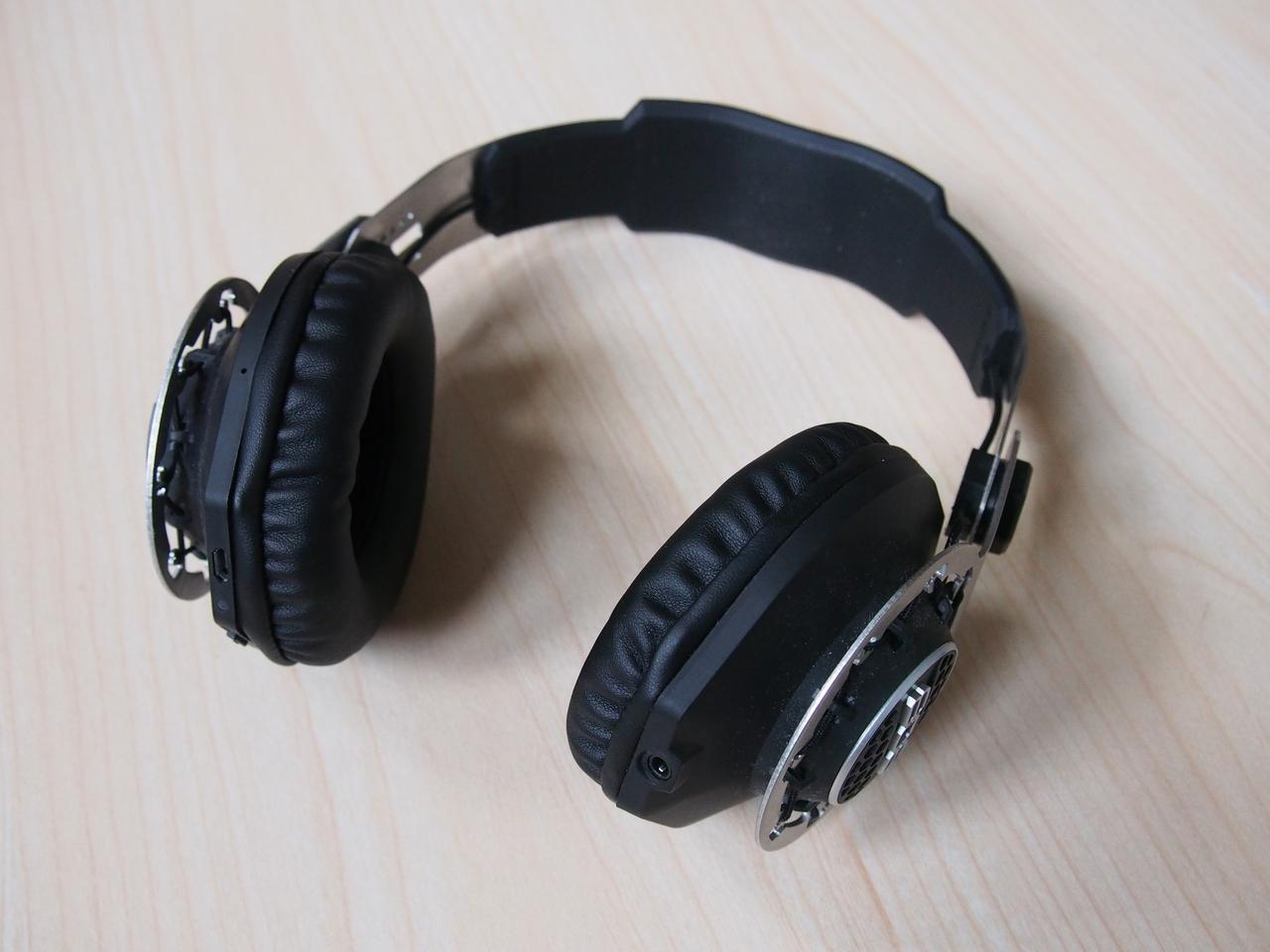 Sound quality is a mixed bag: disappointing in Bluetooth mode, but they sound good when wired (Photo: Adam Williams/Gizmag)